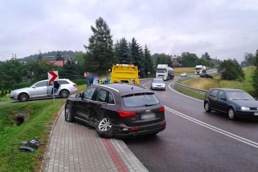 Kolizja 3 samochodów w Woli Komborskiej