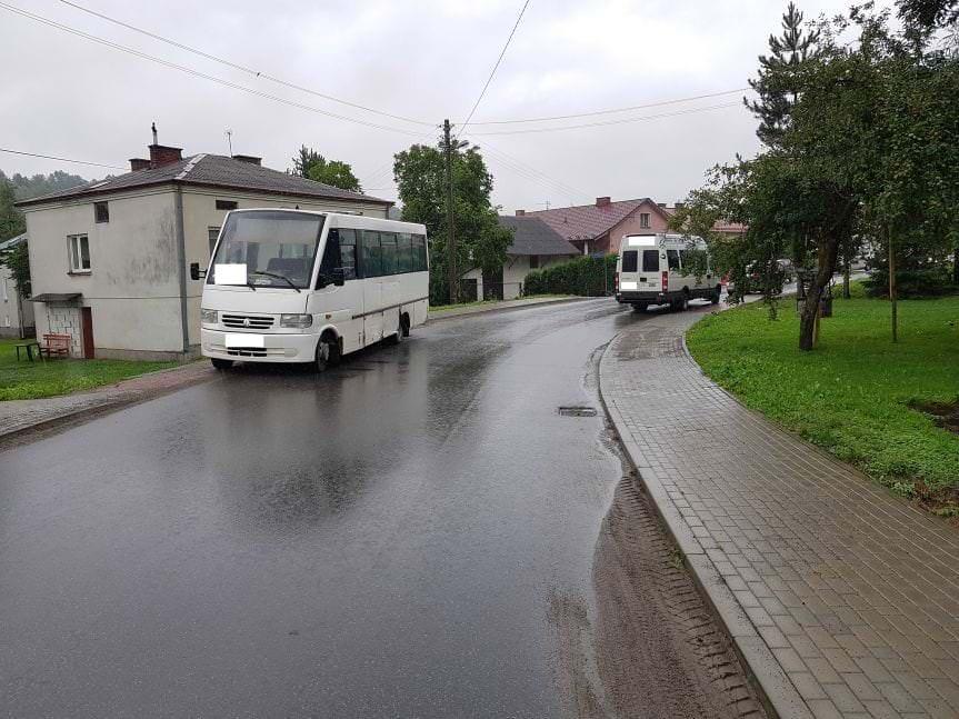 Kolizja dwóch busów w Rogach