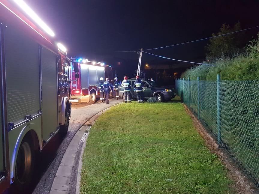 Land Roverem uszkodził słup