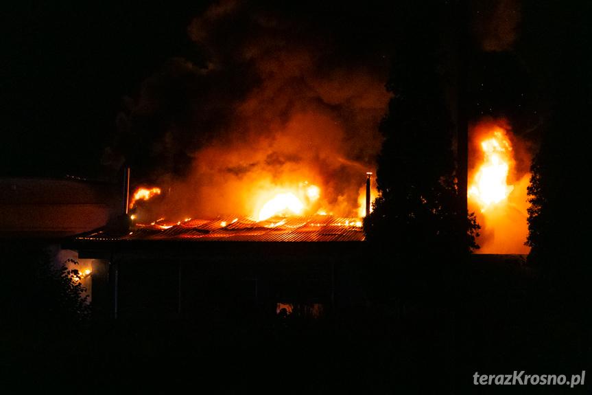 Pożar hali produkcyjnej w Krośnie