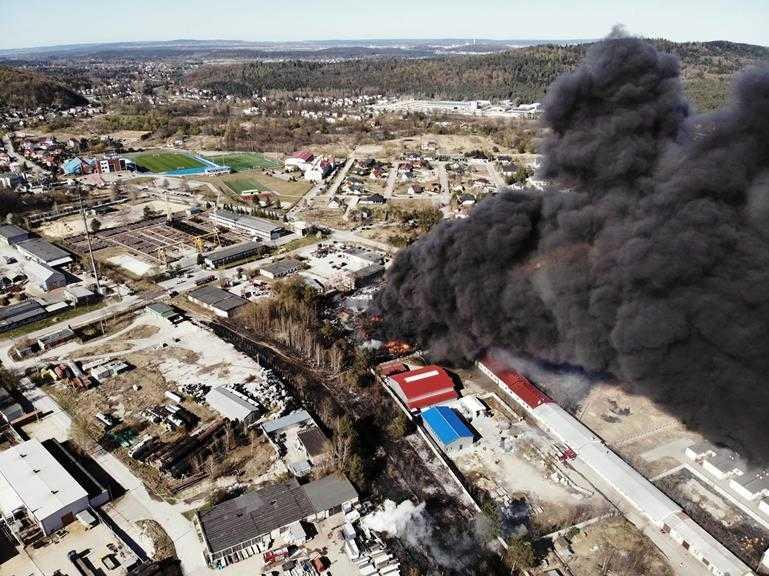 Pożar nielegalnego składowiska chemikaliów