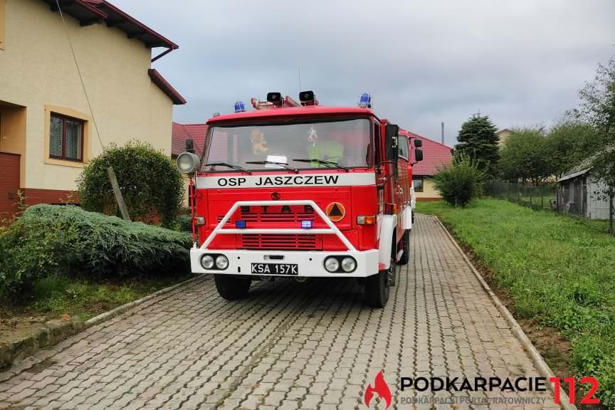 Wybuch i pożar na terenie stolarni w Żarnowcu