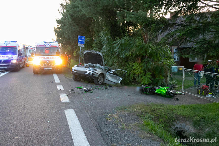 Wypadek w Iskrzyni. Zderzenie auta z motocyklem
