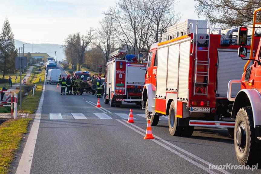 Wypadek w Iwli. Zderzenie samochodu osobowego z ciągnikiem rolniczym